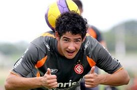 O Corinthians se aproxima da contratação de um atacante extraordinário, que ainda não ?explodiu? como previam os que o viram nascer no Internacional