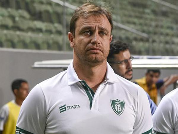 América emitiu comunicado informando saída do treinador. Foto: Mourão Panda/América