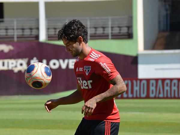 Alexandre Pato pode ganhar oportunidade no lugar do lesionado Helinho. Foto: Twitter/Reprodução