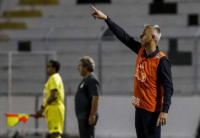 Treinador alvinegro destacou a preocupação com possíveis lesões no Timão. Foto: Rodrigo Gazzanel