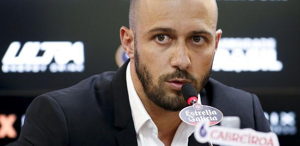 Permanência de Alessandro é uma das interrogações atuais no Corinthians