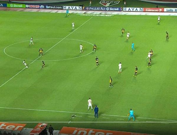 Os são-paulinos reclamam de dois gols legais marcados por Alexandre Pato
