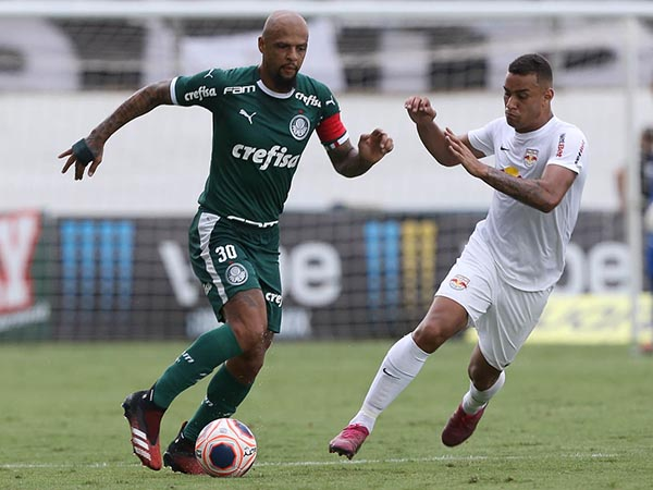 Volante do Verdão destacou que tem ajudado o clube com sua experiência. Foto: Cesar Greco