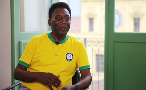 """Ídolo fala de relação com a morte, desilusão com a política e """"corneta"""" Fifa e Neymar"""
