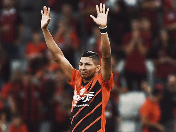 Atacante recebeu propostas dos clubes paulistas e foi afastado pelo Furacão. Foto: Facebook/Reprodução