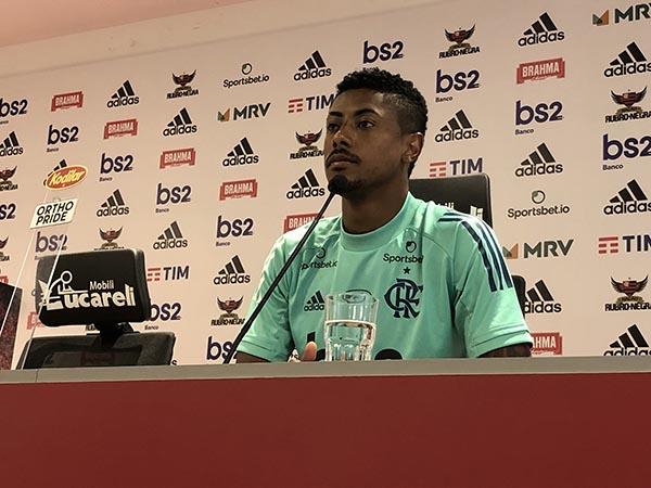 Atacante rubro-negro assinou novo contrato recentemente e fica no Mengão até 2023. Foto: Flamengo/Divulgação