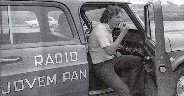 A foto é de junho de 1972 quando eu, Milton Neves, iniciava minha longa e feliz permanência como funcionário da Rádio Jovem Pan AM de São Paulo
