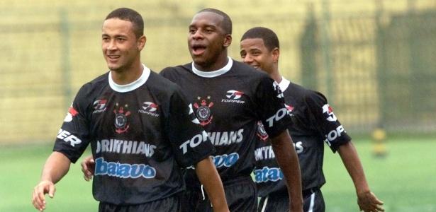Gilmar Fubá (no meio) em treinamento do Corinthians em 1998
