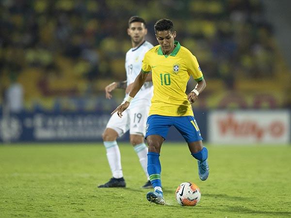 Meia corintiano destacou que está pronto para disputar os 90 minutos da partida pela Pré-Libertadores. Foto: Lucas Figueiredo/CBF