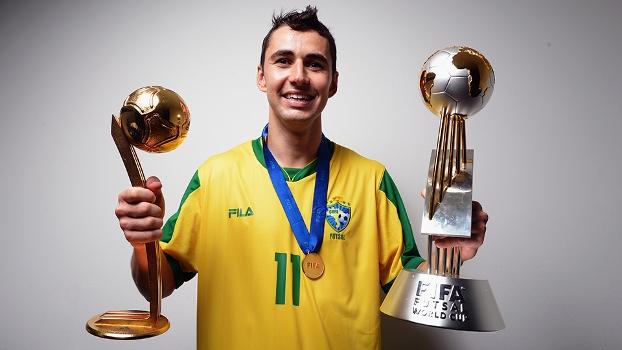 Neto, autor do gol que deu o título mundial ao Brasil em 2012, passou pelo procedimento emergencial