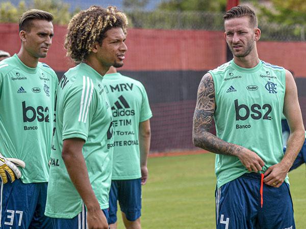 Zagueiro Léo Pereira teve lesão diagnosticada na coxa e perderá o jogo contra o Athletico-PR. Foto: Marcelo Cortes/Flamengo