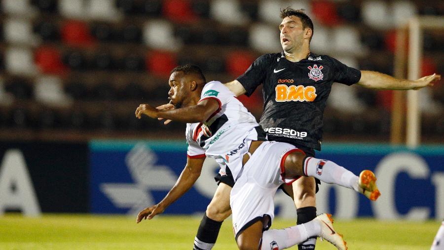 Mauro Boselli na partida Botafogo-SP x Corinthians pelo Campeonato paulista 2019