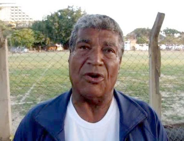 Jair Marinho vive em Niterói-RJ, onde tem uma escolinha de futebol