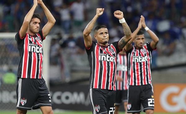 Tricolor lidera o Campeonato Brasileiro com 35 pontos