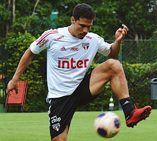 Hernanes pode perder a vaga no meio-campo para Igor Gomes. Foto: Reprodução/Twitter