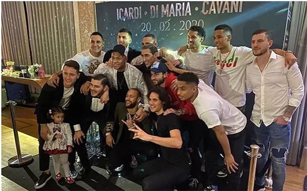Jogadores reunidos no aniversário de Cavini, Di Maria e Icardi. Foto: Reprodução/ Le Parisien