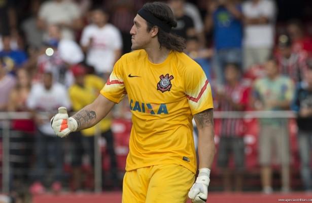 Atual camisa 1 alvinegro ainda está abaixo do ex-goleiro na condição de maior da história do gol do Corinthians