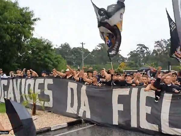 Gaviões pediu a saída do presidente do Timão. Foto: Reprodução/Twitter Rodrigo Vessoni