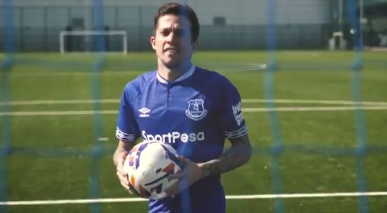 Bernard assinou um contrato de quatro temporadas com o clube inglês