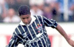 Neymar ainda engatinhava quando em 11 de fevereiro de 1996, Marcelinho Carioca anotou um gol de placa em plena Vila Belmiro