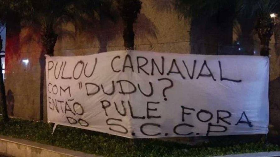 Torcida alvinegra protestou na porta do Parque São Jorge. Foto: Reprodução