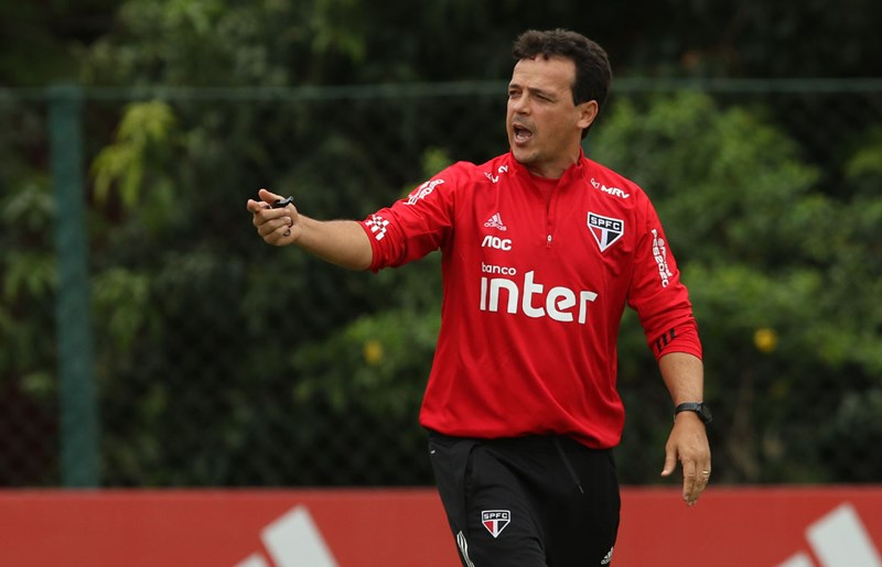 Técnico Fernando Diniz  tenta alcançar a segunda vitória seguida com o tricolor. Foto: Rubens Chiri / saopaulofc.net