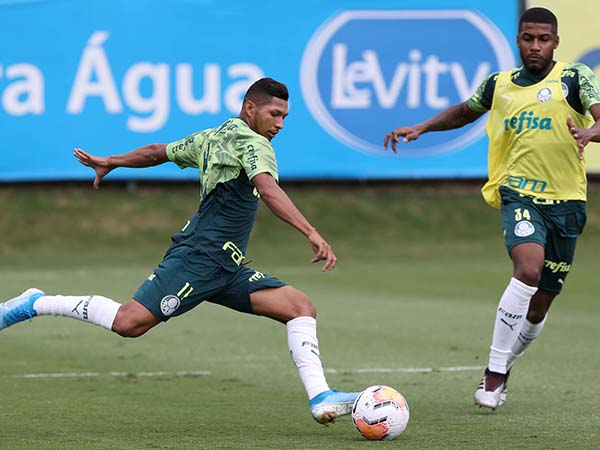 Atacante Rony pode ganhar vaga na equipe titular. Foto: Cesar Greco