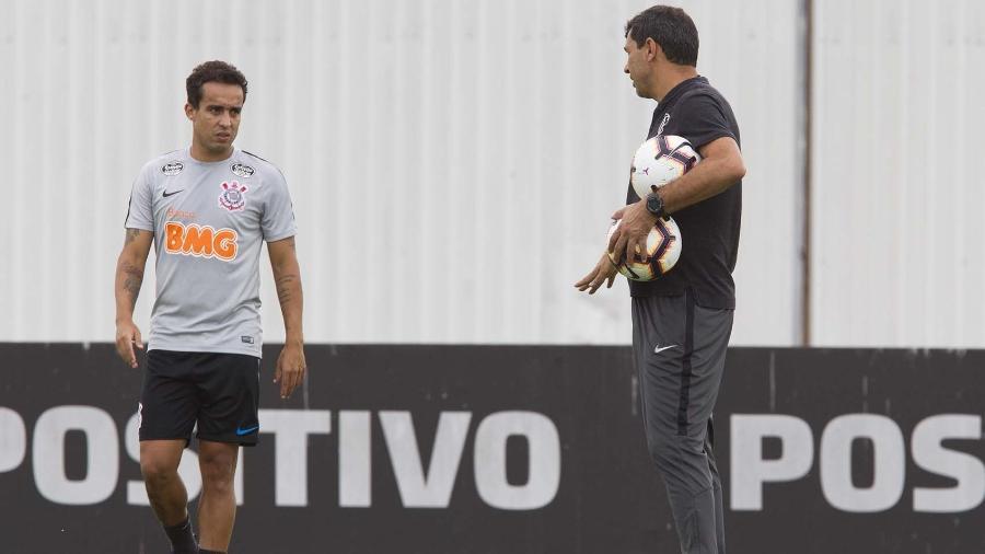 Com dores nos joelhos, Jadson fica fora do quinta partida seguida do Corinthians