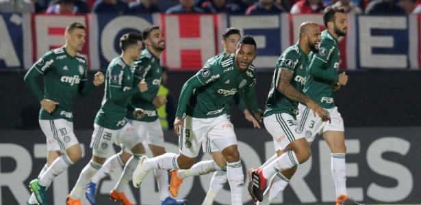 Borja fez os dois gols da vitória sobre os paraguaios. Foto: Jorge Adorno/Reuters/Via UOL