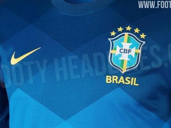Uniforme número 2 do Brasil deve ser utilizado na Copa América 2020. Foto: Footy Headlines/Reprodução