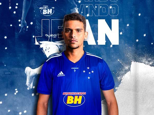 Volante de 33 anos assinou contrato de um ano com a Raposa. Foto: Cruzeiro/Divulgação