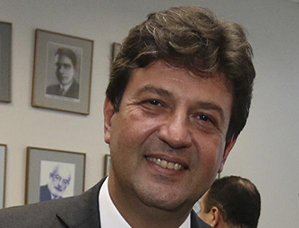 O ministro não se esquivou de nenhuma pergunta feita pelo apresentador Milton Neves
