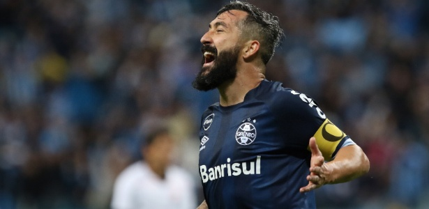 O Grêmio chegou aos 33 pontos na classificação e pulou para o terceiro lugar
