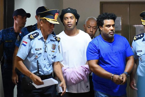 Ex-camisa 10 é investigado por entrar no Paraguai com documentos falsos. Foto: Reprodução