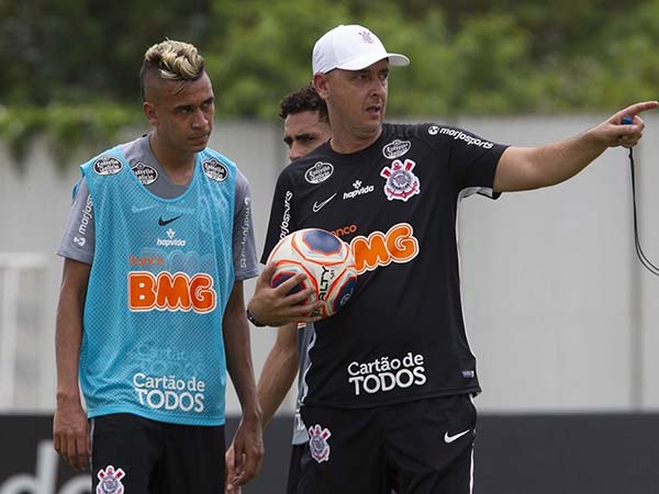 Volante alvinegro destacou que o time tem se dedicado para fugir da má fase. Foto: Daniel Augusto Jr/Corinthians