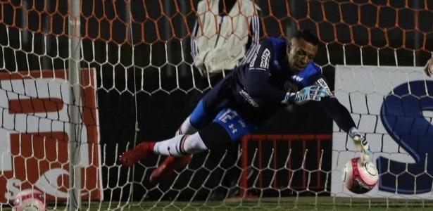 Sidão fez duas defesas difíceis para salvar o São Paulo contra o Bragantino. Foto: Rubens Chiri/saopaulofc.net