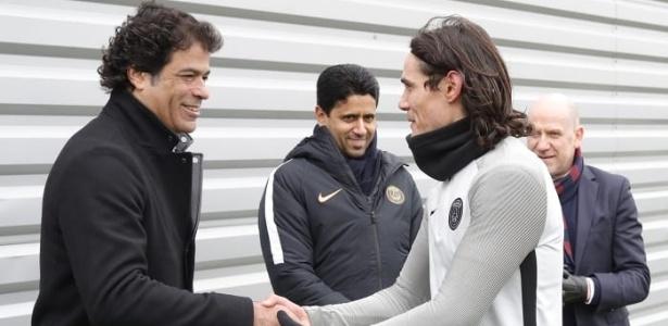 Raí foi cumprimentado por jogadores do PSG, como o uruguaio Cavani