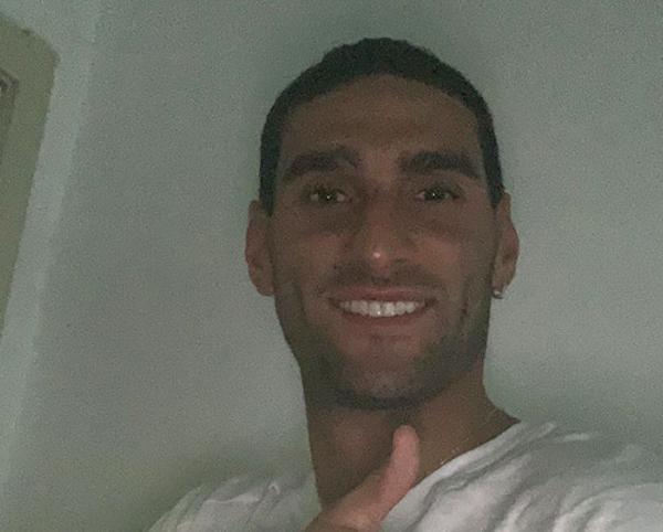 Fellaini, de 32 anos, testou positivo. Foto: Twitter