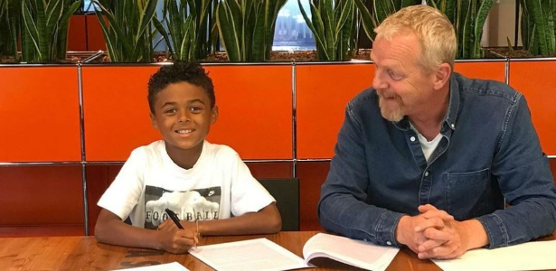 Shane é o mais novo dos filhos de Kluivert e já tem contrato com a Nike