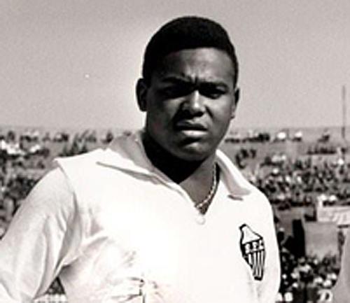 Morre Coutinho, o camisa 9 que fez a dupla de ouro com Pelé nos ...