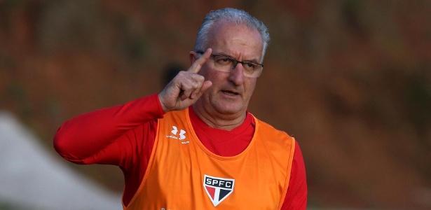 Técnico considerou injustas as duas derrotas tanto diante do Corinthians quanto para Santos. Foto: Rubens Chiri / www.saopaulofc.net