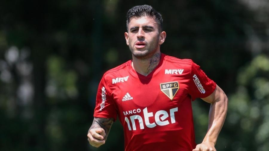 O meio campista do São Paulo participou da primeira parte do treino de hoje