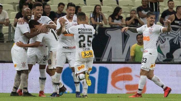 """Boa atuação fora de casa empolga torcedores do Corinthians, que enxergam """"dedo do Carille"""" na evolução"""