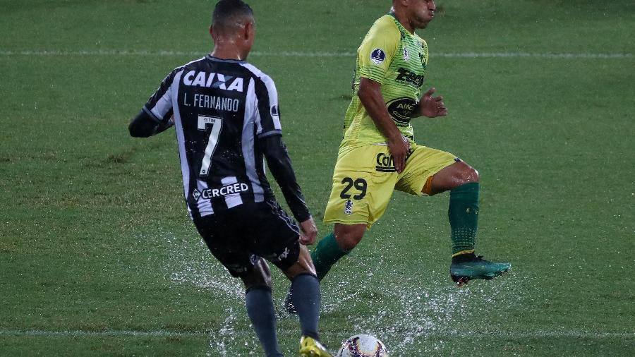 Luiz Fernando caiu de rendimento e tem sido vaiado pela torcida do Botafogo. Foto: Pilar Olivares/Reuters