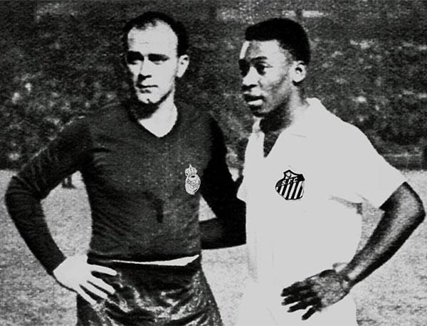 Di Stéfano e Pelé, antes de confronto entre Real Madrid e Santos. Foto: Divulgação