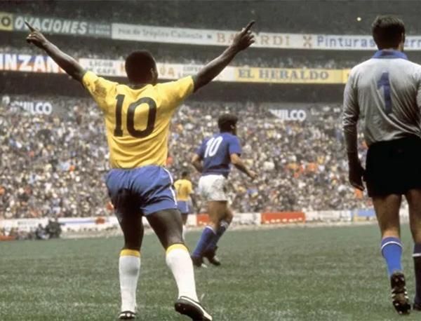 Pelé na final do Mundial do México, contra a Itália