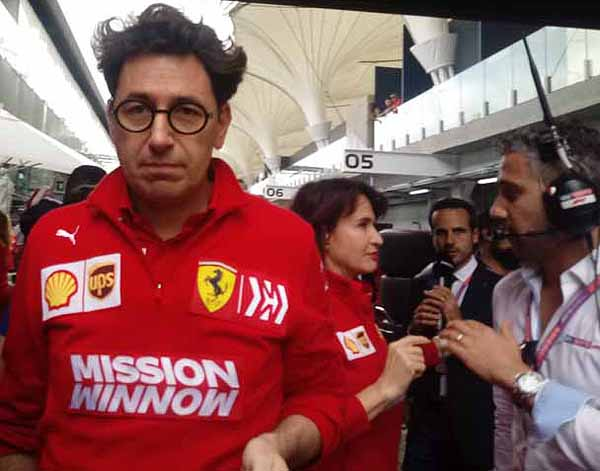 Uma canção linda e o chefe da Ferrari. Foto: Marcos Júnior Micheletti/Portal TT