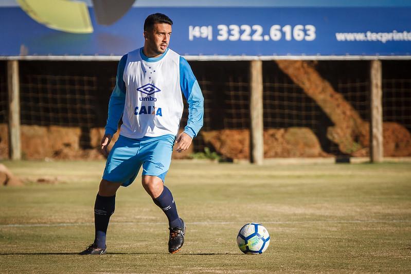 Edilson, lateral do Cruzeiro. Foto: Divulgação