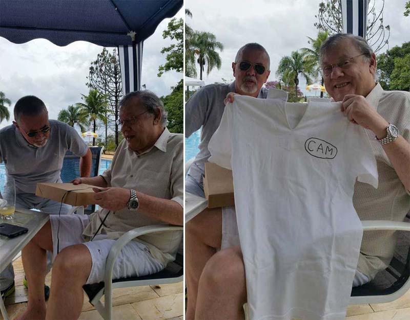 Amigo presenteia Milton Neves com camisa de time de Muzambinho