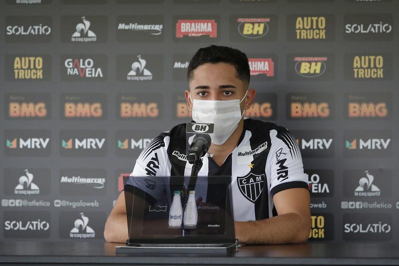Volante assinou com o clube mineiro por cinco anos. Foto: Divulgação / CAM